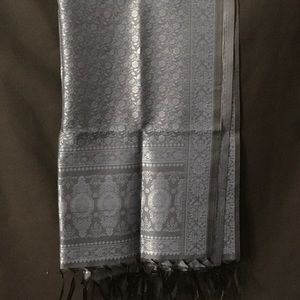 Accessories - New Gray/Blue scarf